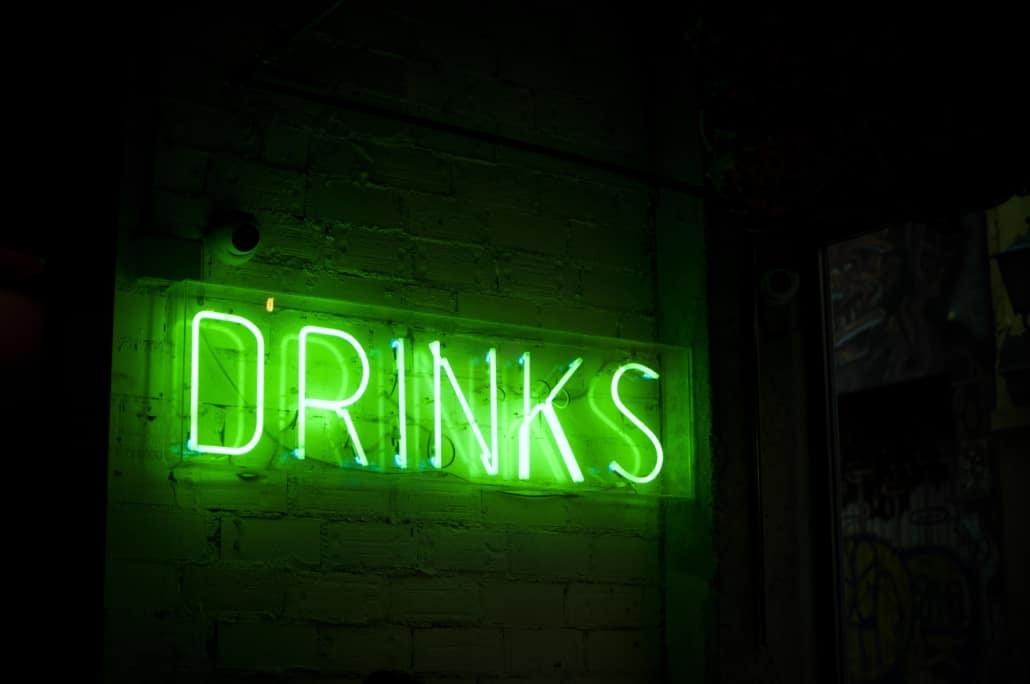 Il festeggiato: lasciate che paghi da bere